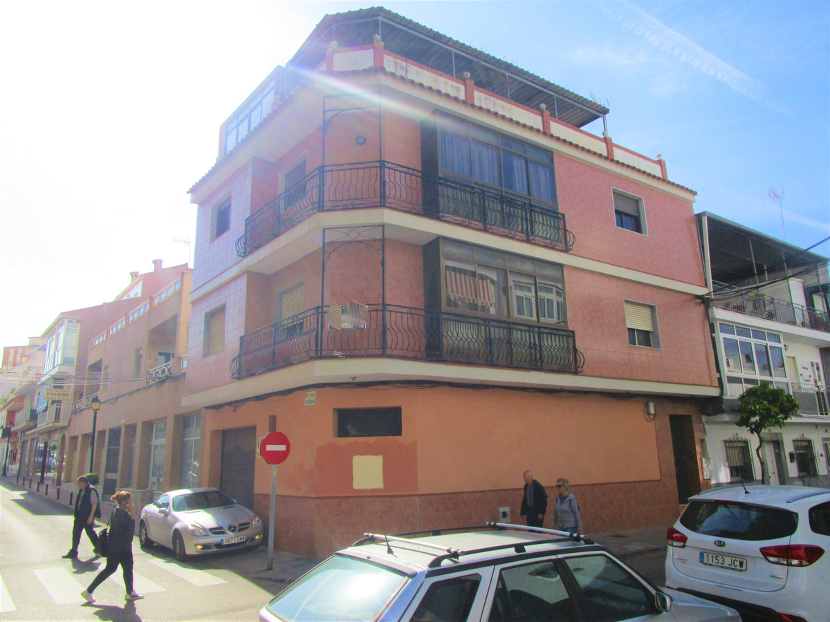 Complete building of 325m² in Fuengirola center, ideal for reforming and well doing Hotel, Bed &, Spain