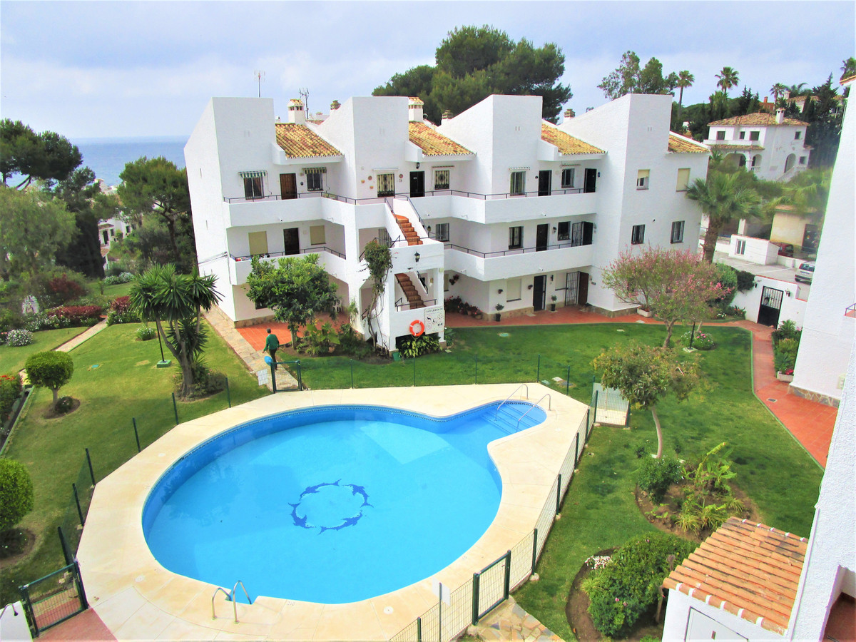 Excellent apartment for sale of 2 large bedrooms and 1 bathroom that share just in the center of bot,Spain