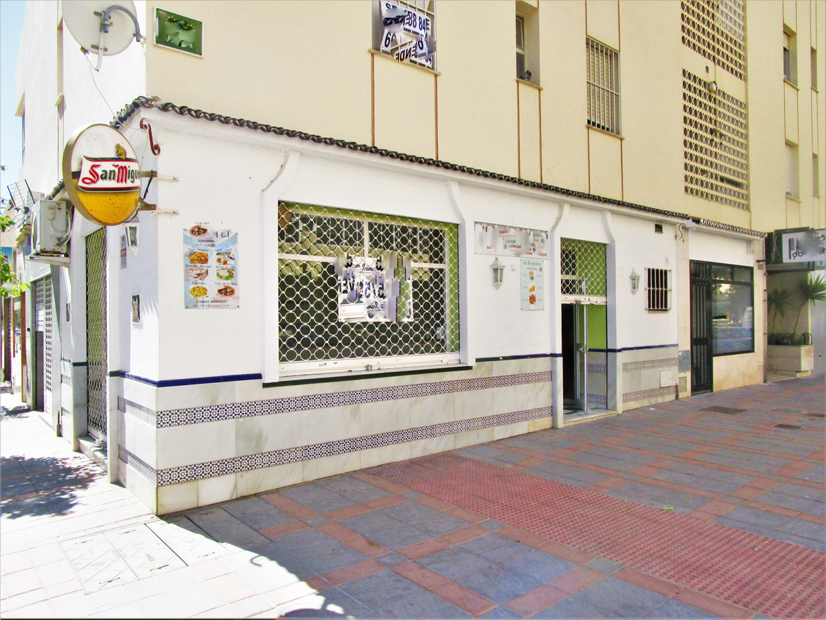 Sohail area. Fantastic local for sale in the area of Sohail Fuengirola !!! It has double access door, Spain