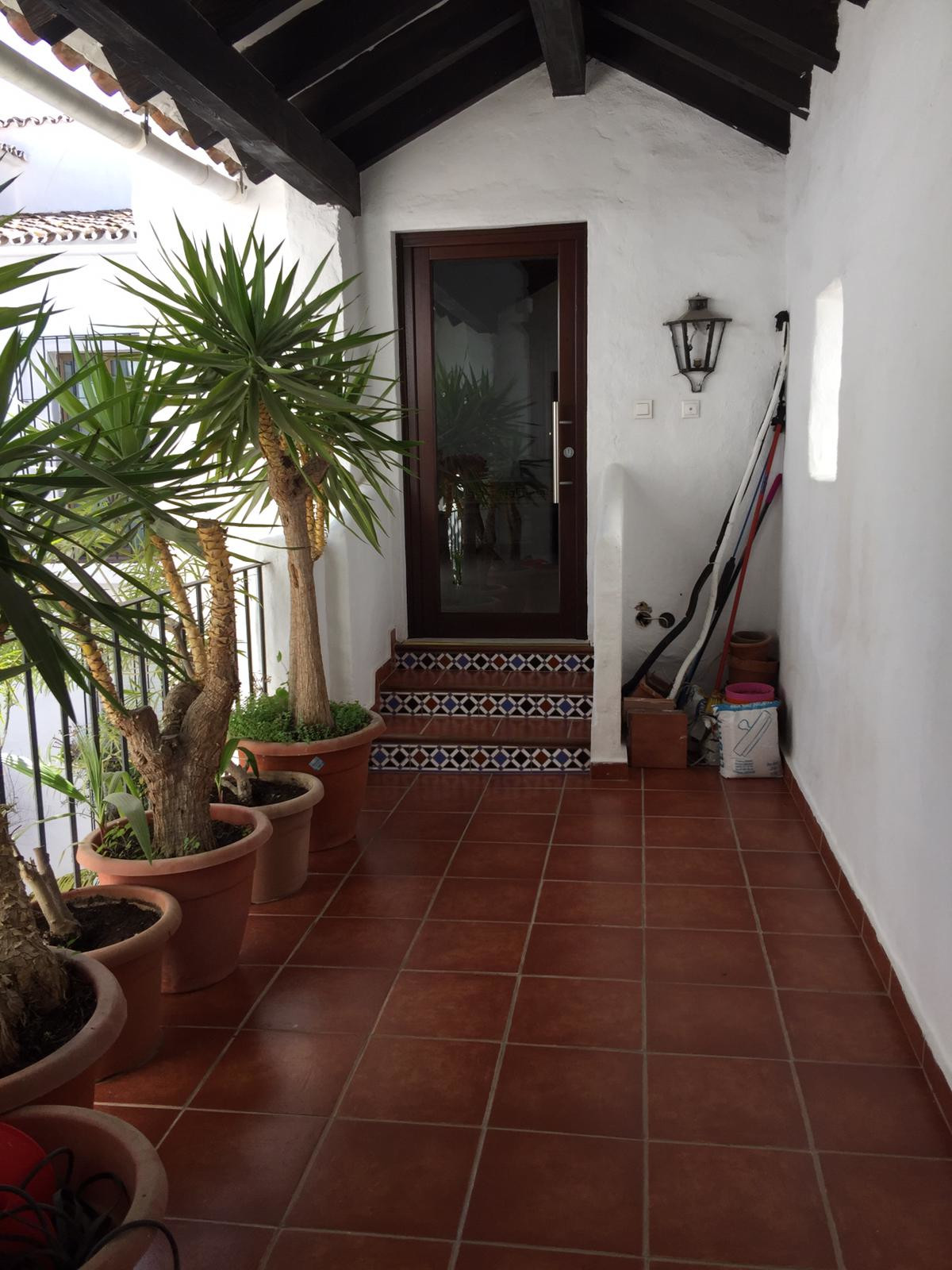 Beautiful apartment in Puerto Banus, this unit consists of 1 apartment of 2 bedrooms and 1 bathroom , Spain