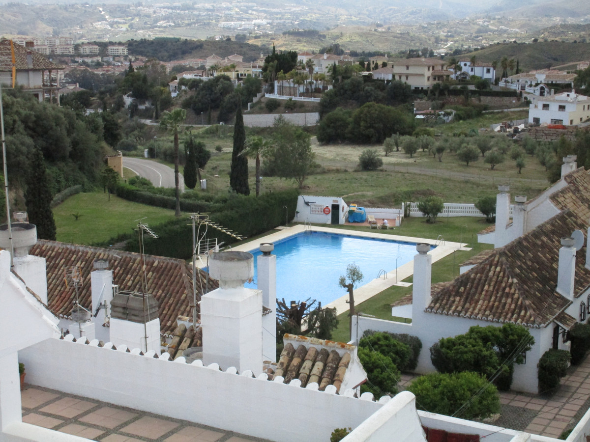 Situated just walking distance from the very popular Mijas golf courses is this lovely apartment. Se, Spain