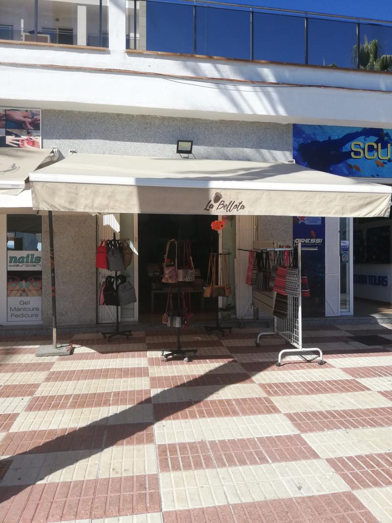 Shop in Benalmadena Costa for sale