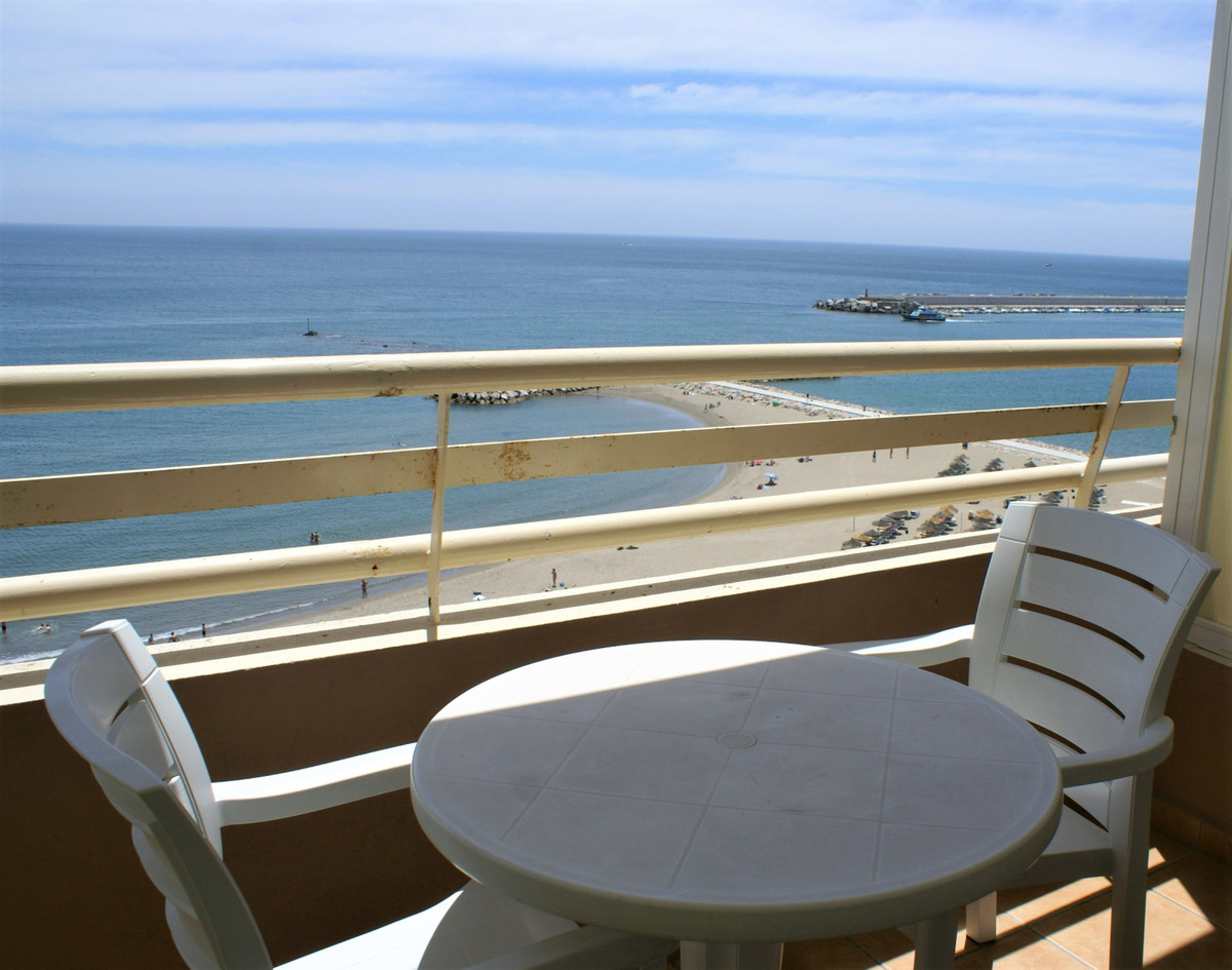 BEACH FRONT LOCATION ....This is a great opportunity to purchase a front line beach studio next to t, Spain
