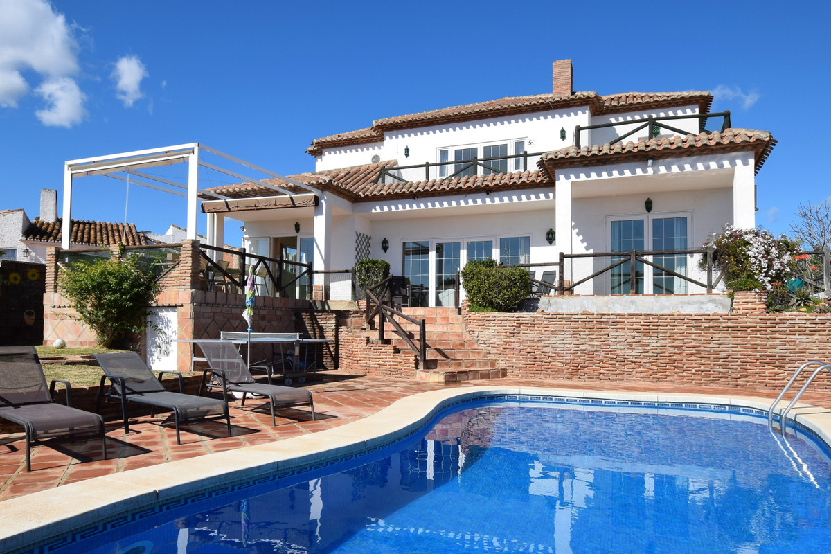 Beautiful bright and spacious villa specially designed and built by the current owners. Comprising o, Spain