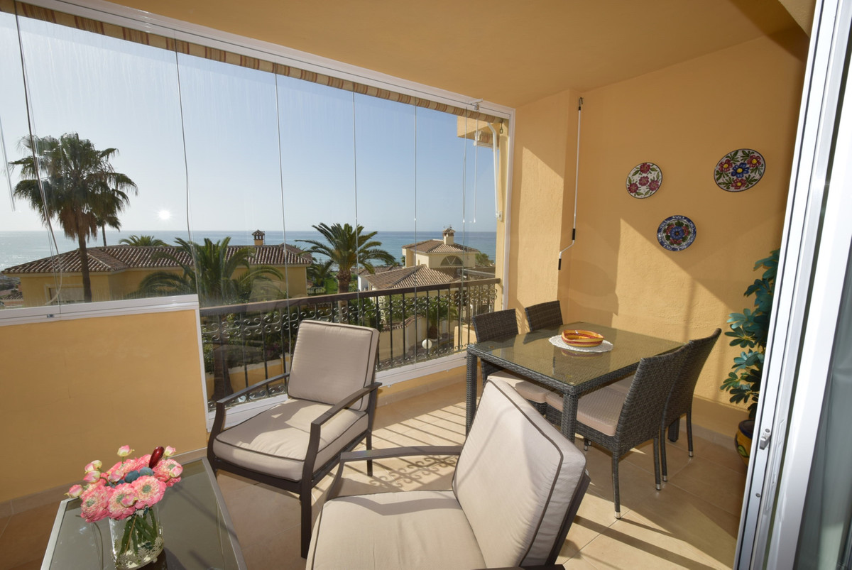 Situated in the popular gated urbanisation of Jardin Botanico in fase 1 you will find this perfectly,Spain