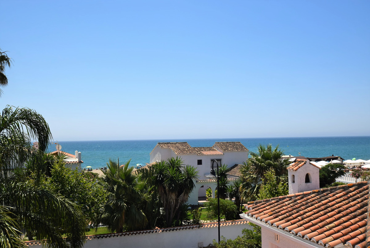 What a location for this beach side townhouse right in the heart of La Cala and just 75 metres from ,Spain