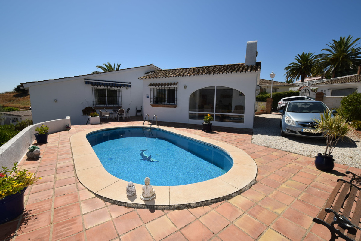 Situated in a quiet area of Cerros del Aguila is this immaculate pretty bungalow comprising of two b, Spain