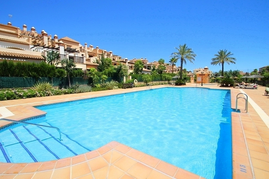 Beautifully presented second floor apartment in the sought after complex of Jardines de La Noria.  W,Spain
