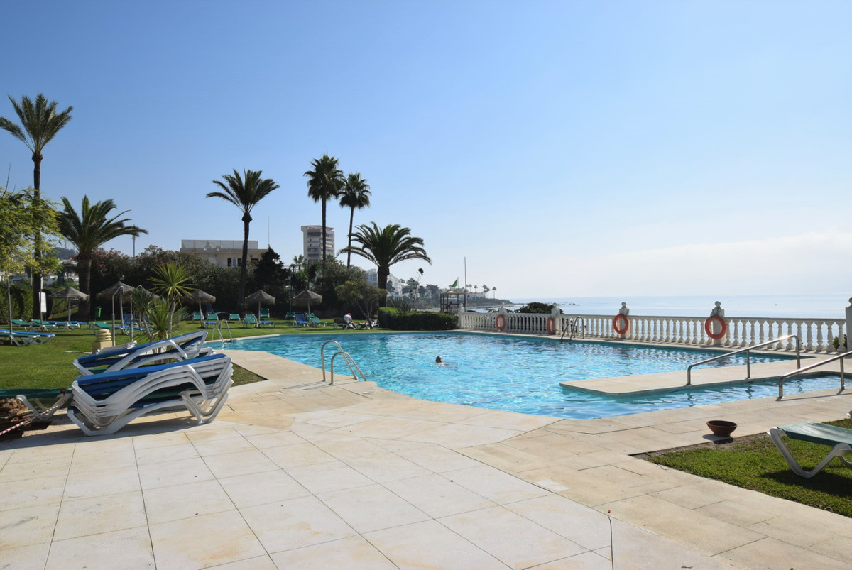 Air conditioned studio apartment situated in the front line beach complex of Lubina Sol in Riviera d, Spain
