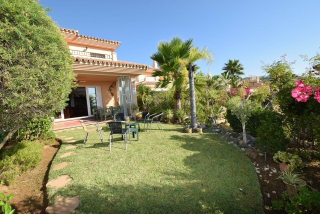 Beautifully presented, semi-detached townhouse in a popular residential area.  This immaculate holid, Spain