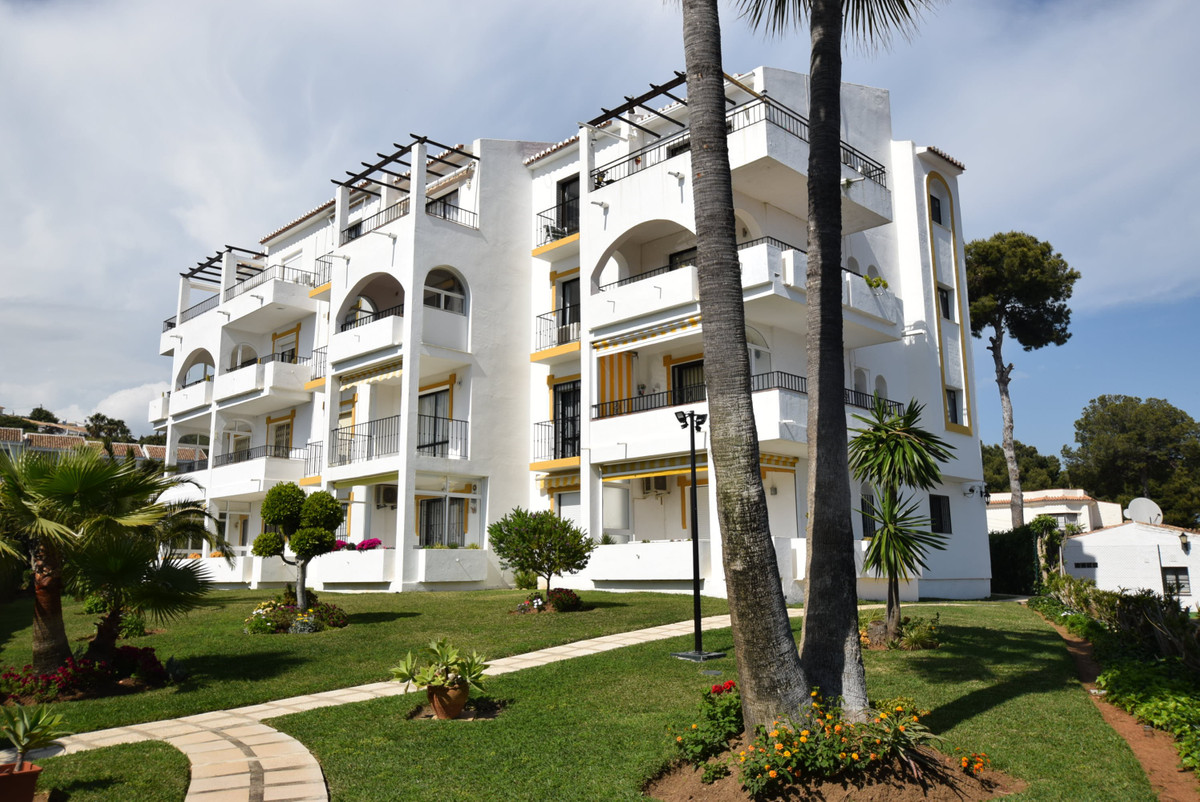 Very well presented corner apartment situated in a private gated community of only 12 apartments wit,Spain