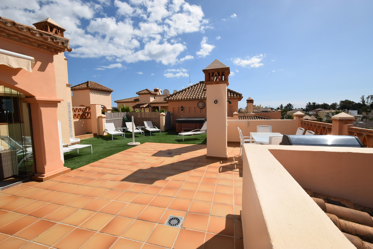 Immaculate penthouse apartment beautifully presented in the popular area of La Noria only 5 minutes ,Spain
