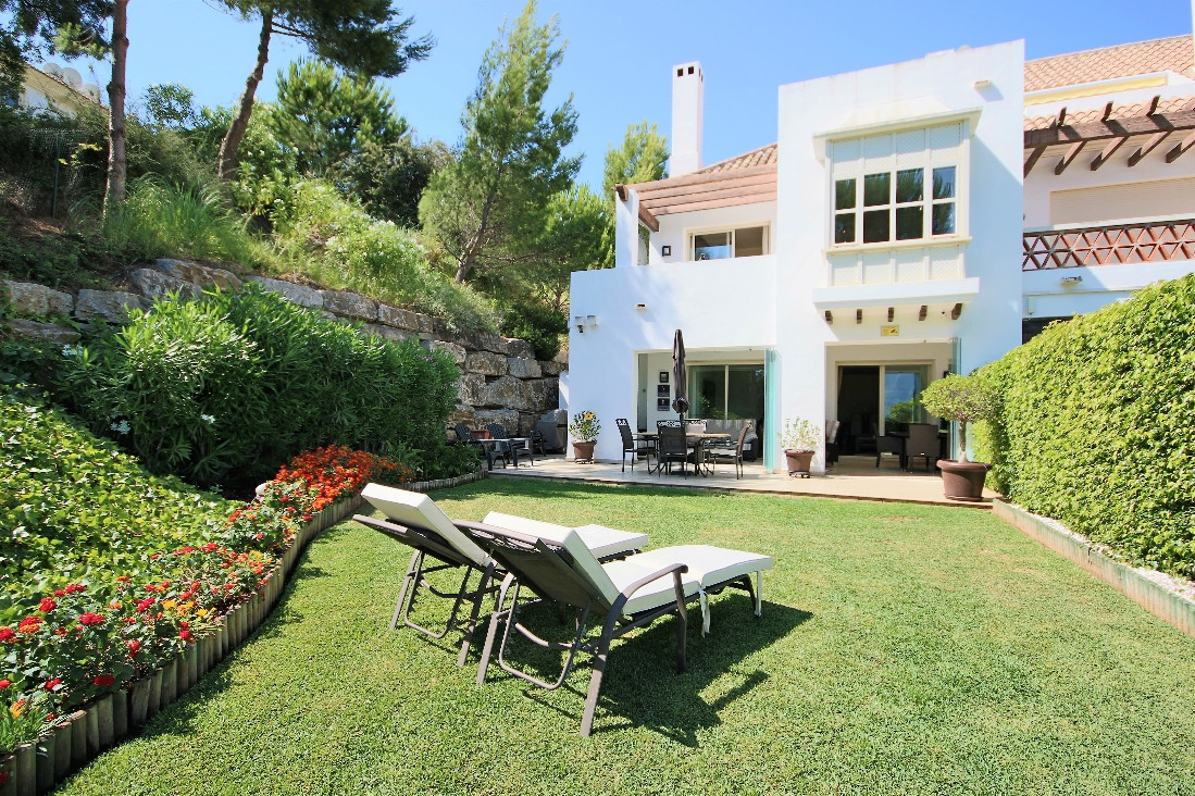 This is an immaculately presented townhouse in the world famous La Cala Golf Resort.  As the end ter,Spain