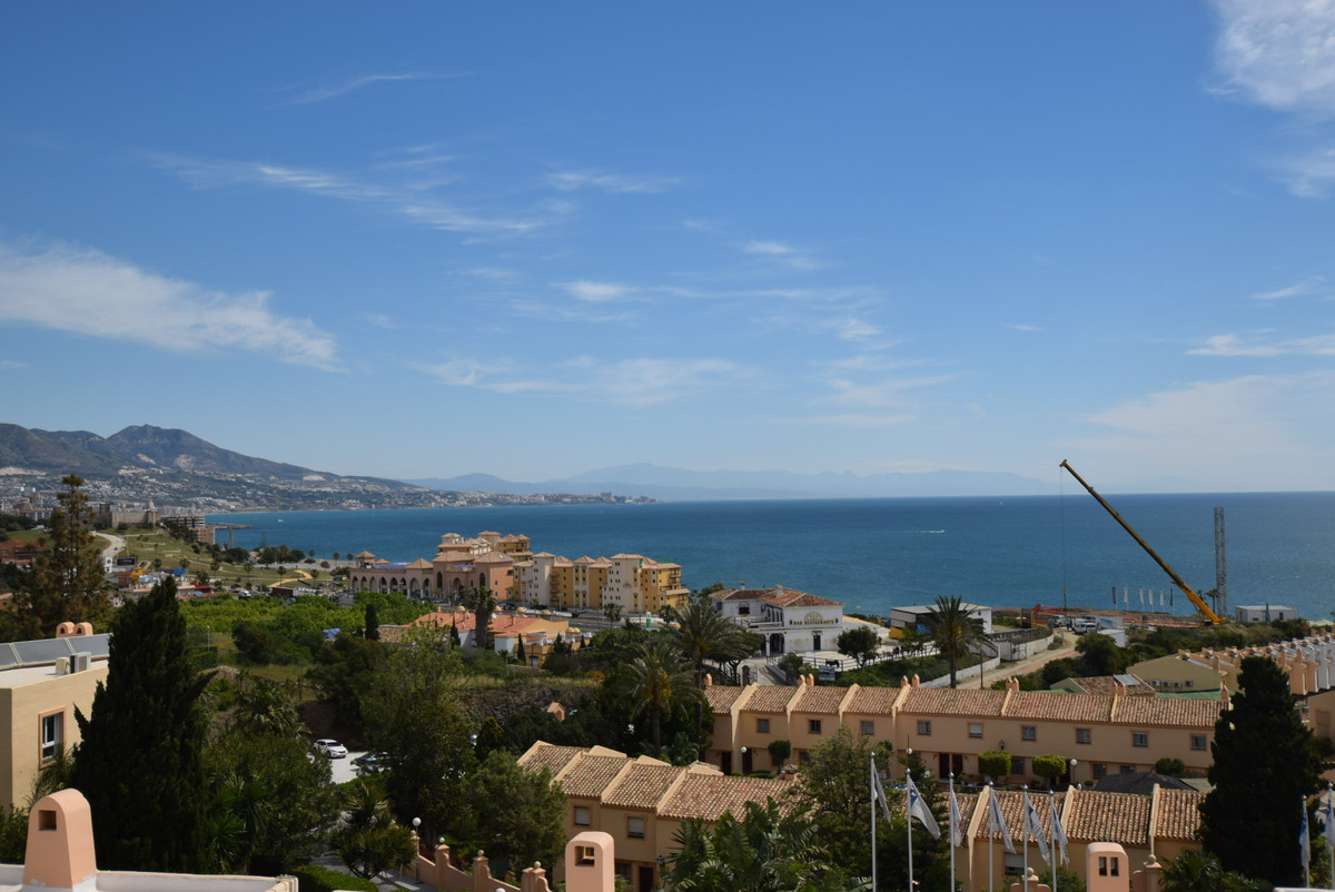 Fabulous townhouse in a popular community with excellent facilities.  Unbeatable panoramic views to , Spain