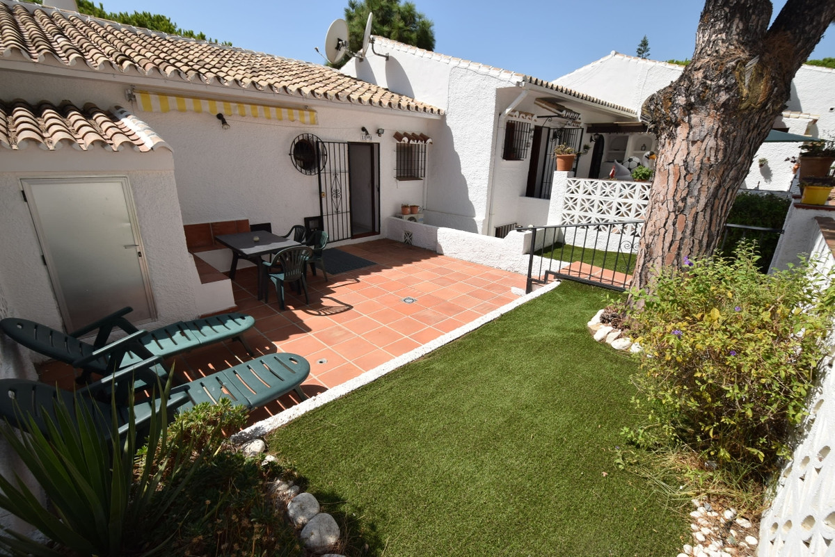 Well presented garden apartment is this very popular community less than ten minutes walk into La Ca,Spain