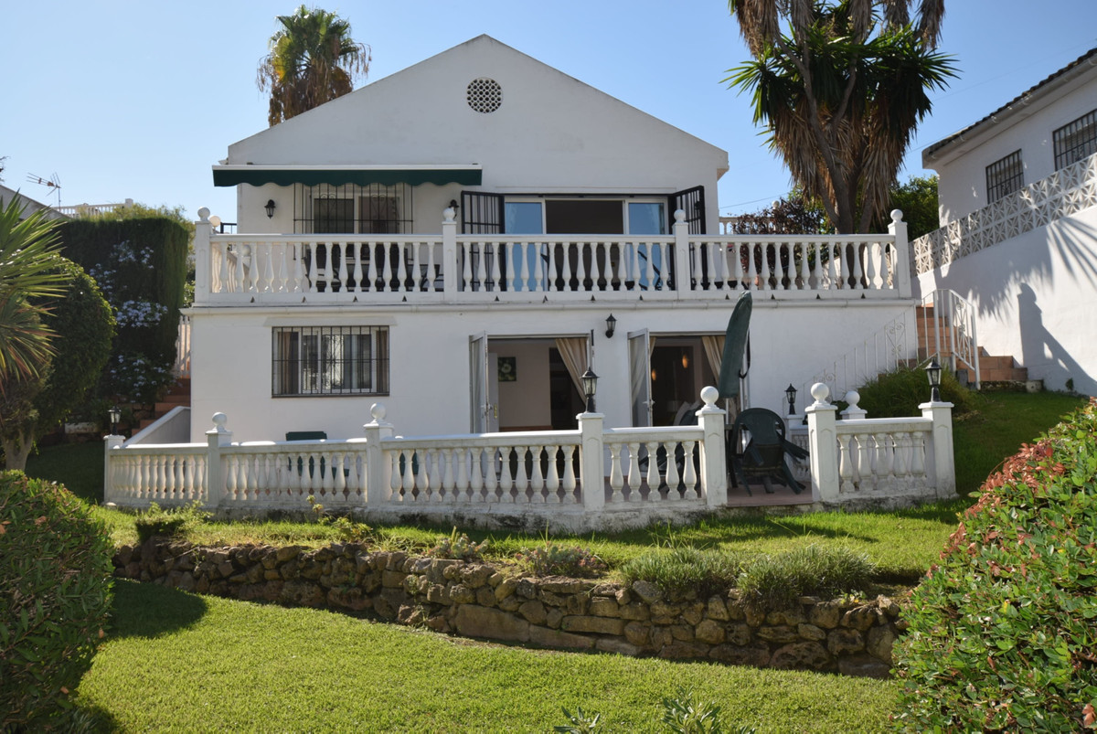 Very well presented detached villa built over two floors with two separate entrances. The upper leve,Spain