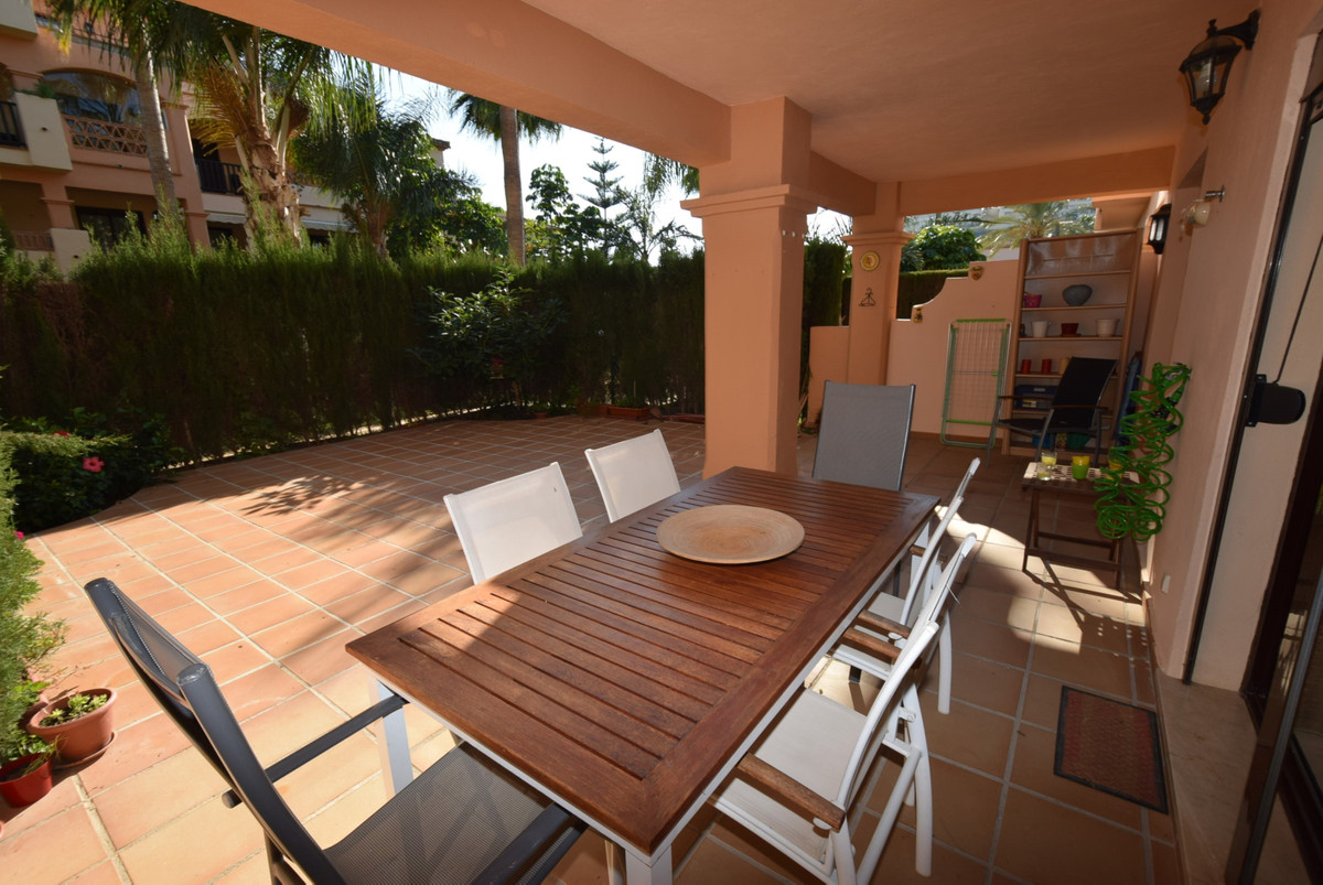 Beautifully presented garden apartment in the very popular community of Jardines de La Noria.  With , Spain