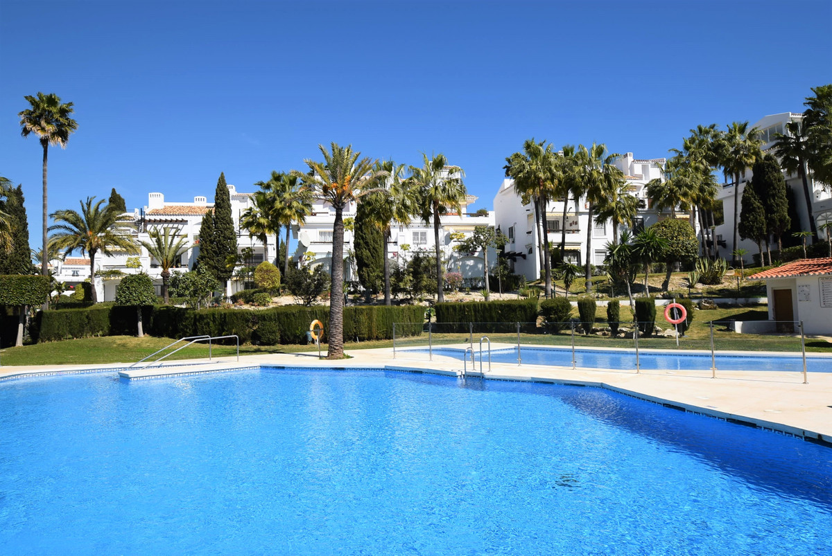 A very well presented 2 bedroom 2 bathroom apartment in lower Riviera with beautiful pools and garde,Spain
