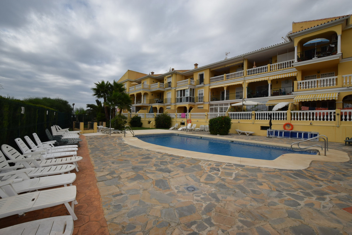 Lovely apartment in a sought after community, within 30 minutes´ drive of Malaga Airport.  Very well, Spain