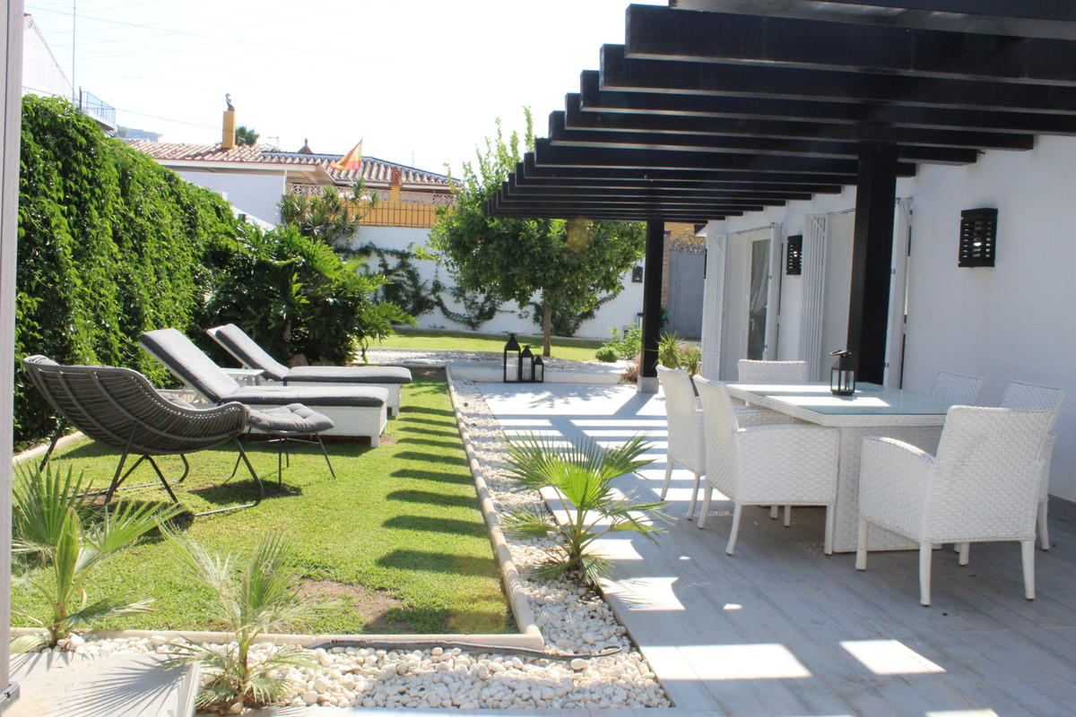 Reduced from 425.000€ to 399.000€ for a quick sale! BEAUTIFUL SEMI-DETACHED HOUSE IN NUEVA ANDALUCIA,Spain