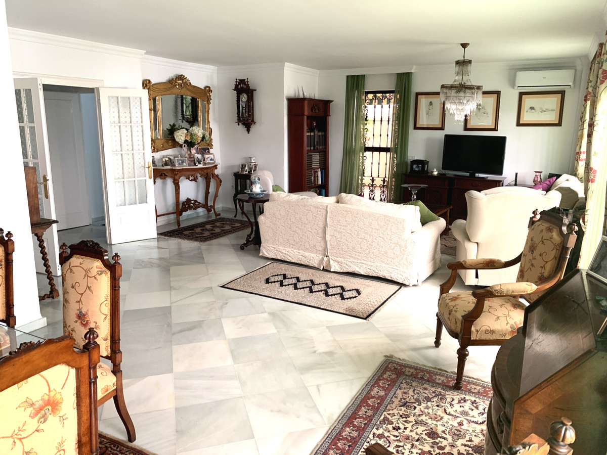 5 bedroom apartment for sale estepona