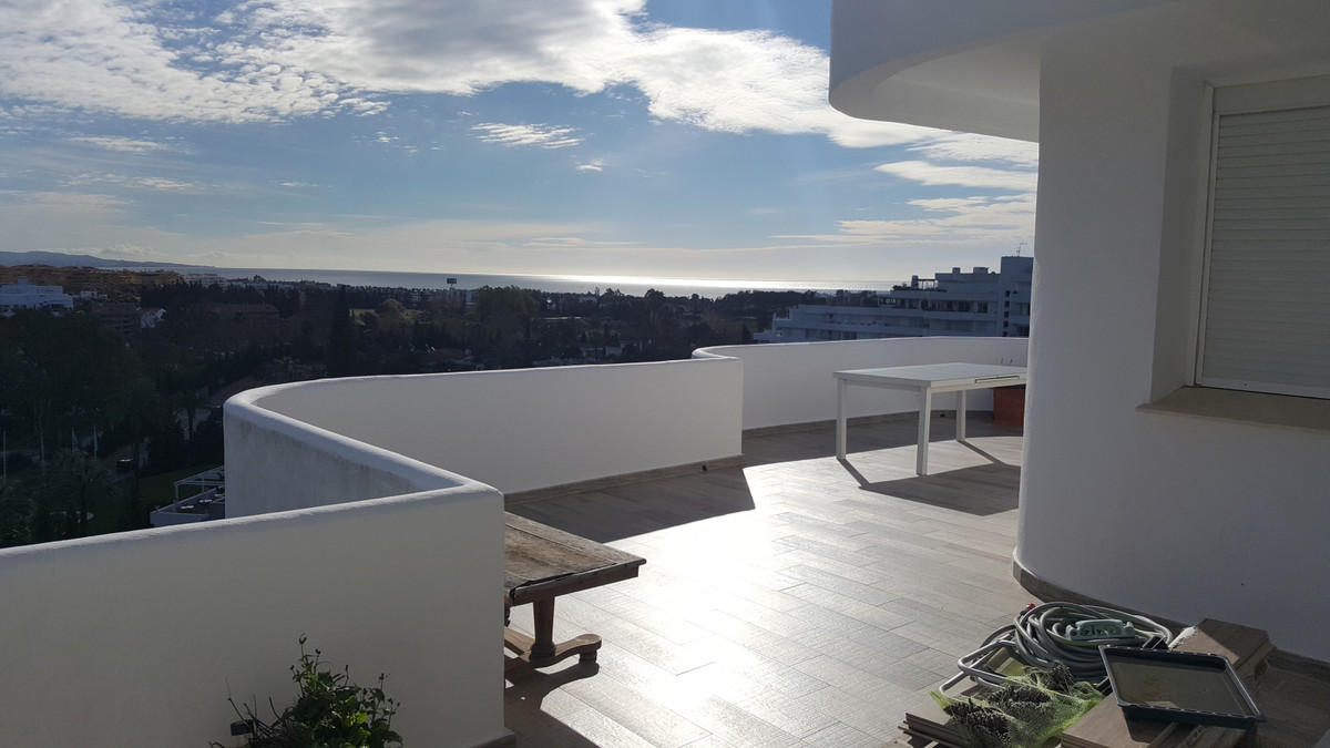 ! Fantastic Opportunity , only 375.000€!  Apartment located in Guadalmina Alta, with Spectacular  SE,Spain