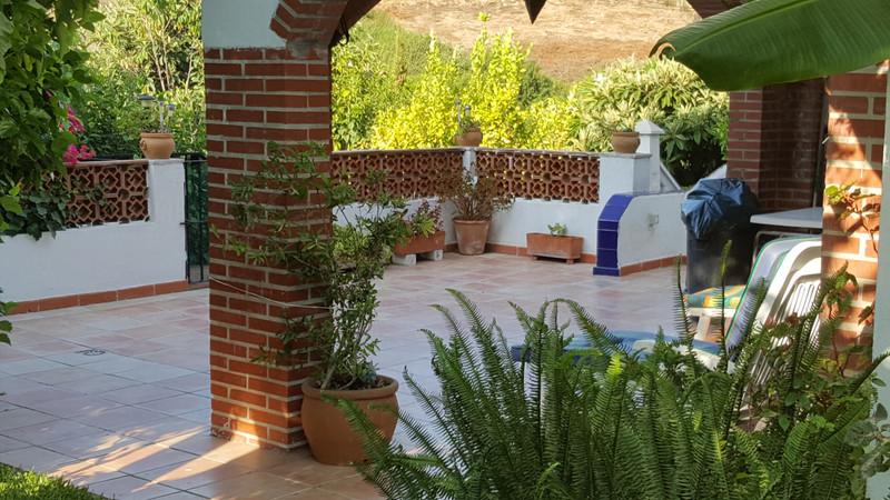 Adosada, Estepona – R3301459