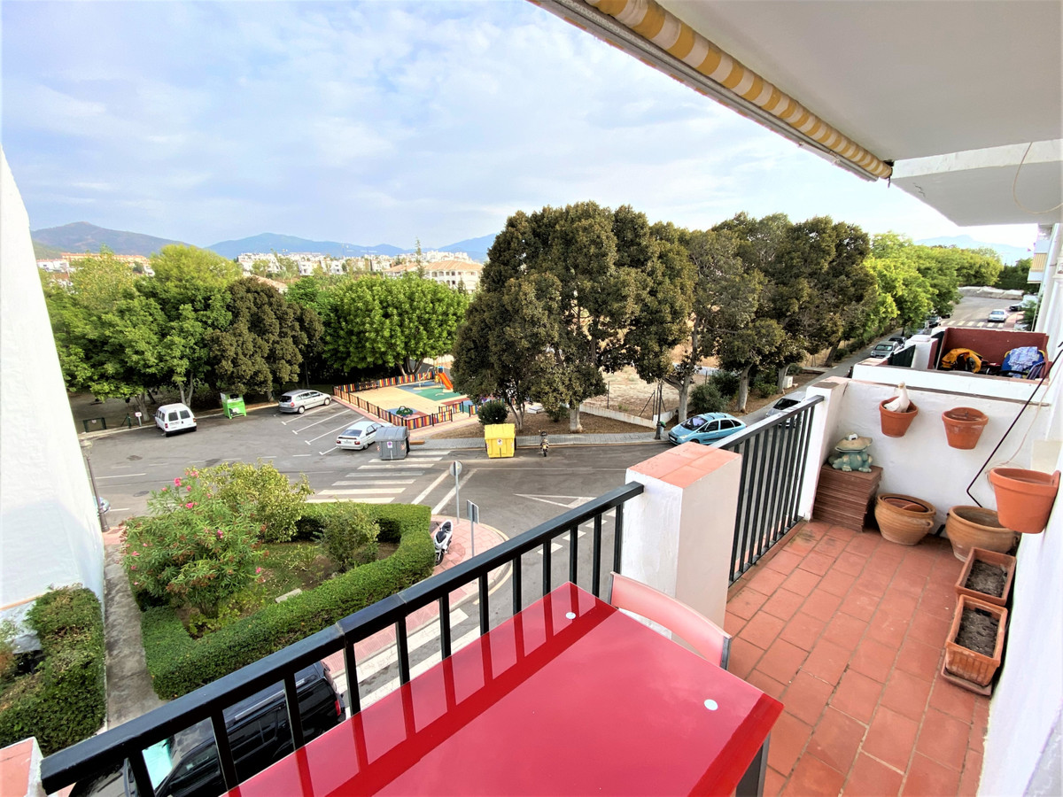 R3711983 | Middle Floor Apartment in Estepona – € 110,000 – 3 beds, 2 baths