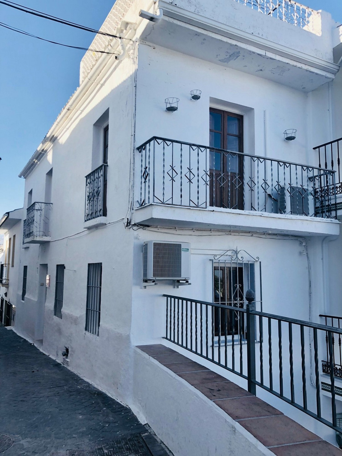 A reformed townhouse in the old center of the pueblo. The townhouse is on 3 levels with a seperate s,Spain