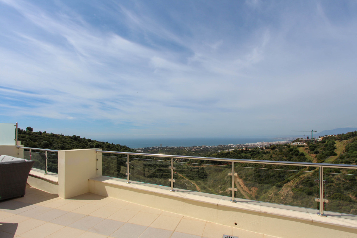 Welcome to one of the best penthouses in the resort of Samara located in one of Marbella's most,Spain