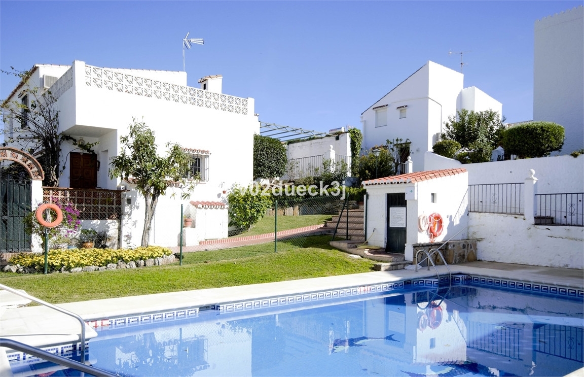 Two charming townhouses in bungalow style with a private garden. Good functional layout with open pl,Spain