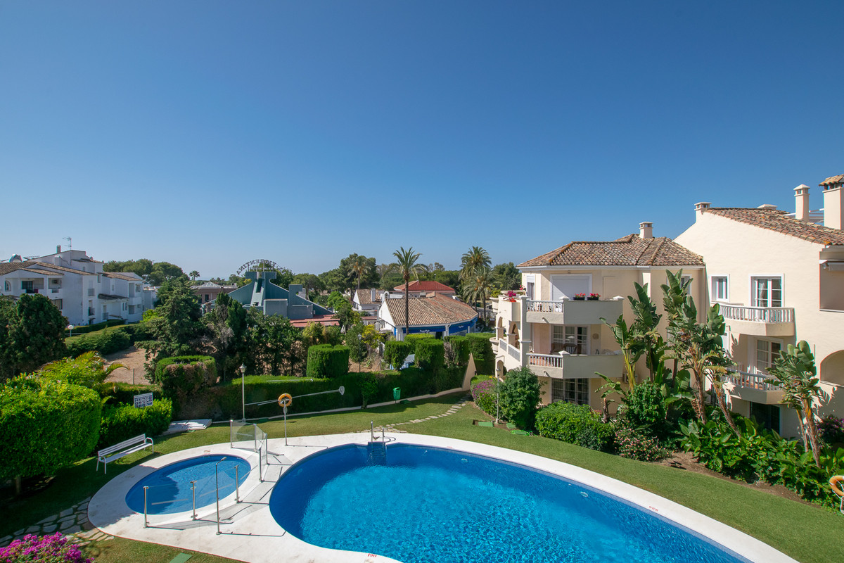 A warm welcome to a bright and charming penthouse situated only 700 meters from the beach in pleasan, Spain