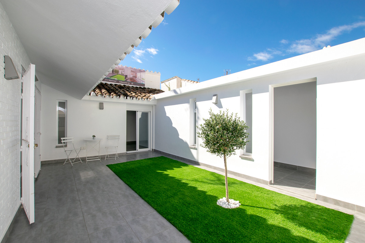 Welcome to Estepona and this one level townhouse with two bedrooms. The house is stylish and has an , Spain