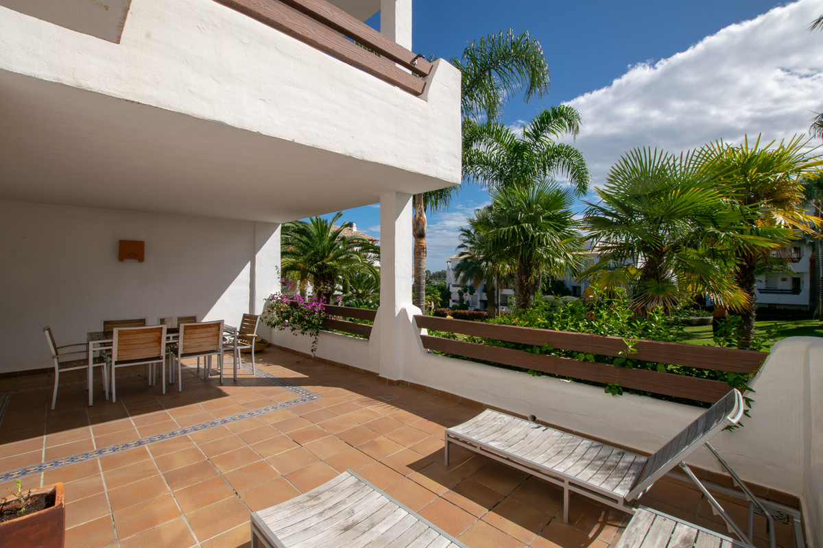 A nice and spacious three-bedroom corner apartment with three terraces, of which two terraces face s,Spain