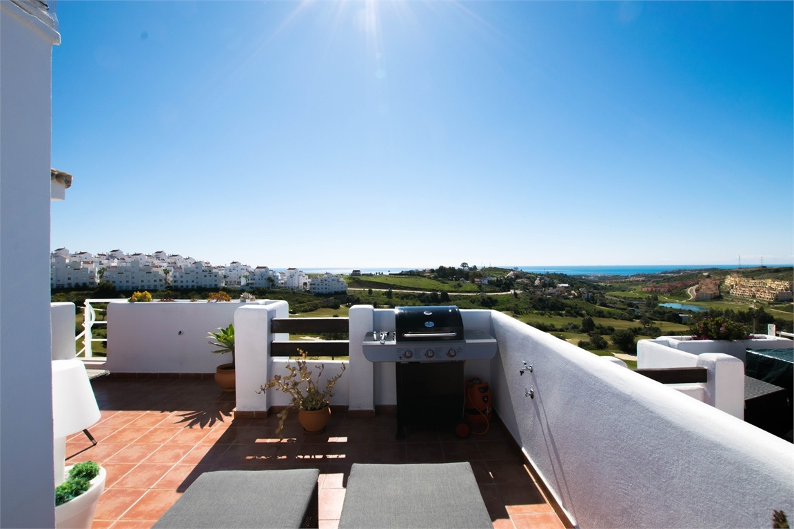 Located at a top class golf course with wonderful views of the sea and the mountains. Modern apartme,Spain
