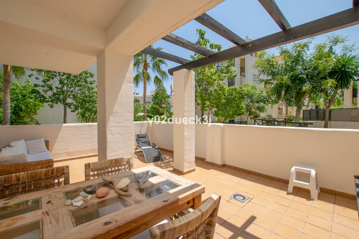 This corner apartment is located in a nice gated community with shared pools, gardens, paddle courts, Spain