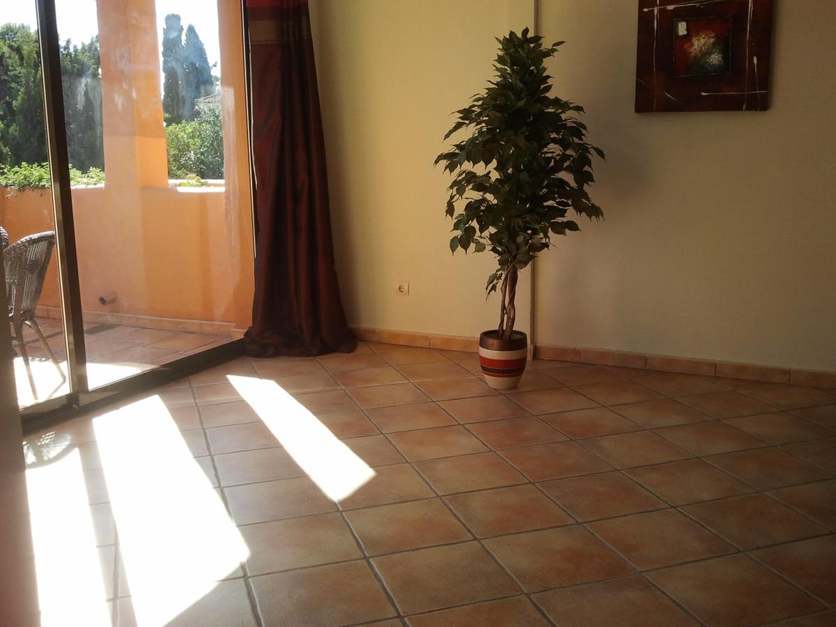 Apartamento Planta Media en Venta en New Golden Mile – R3420457