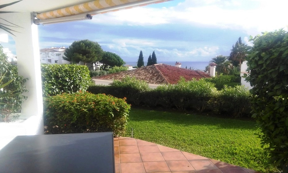 Beautiful house on the cornice of calahonda, with wonderful views of the sea. Large covered terrace ,Spain