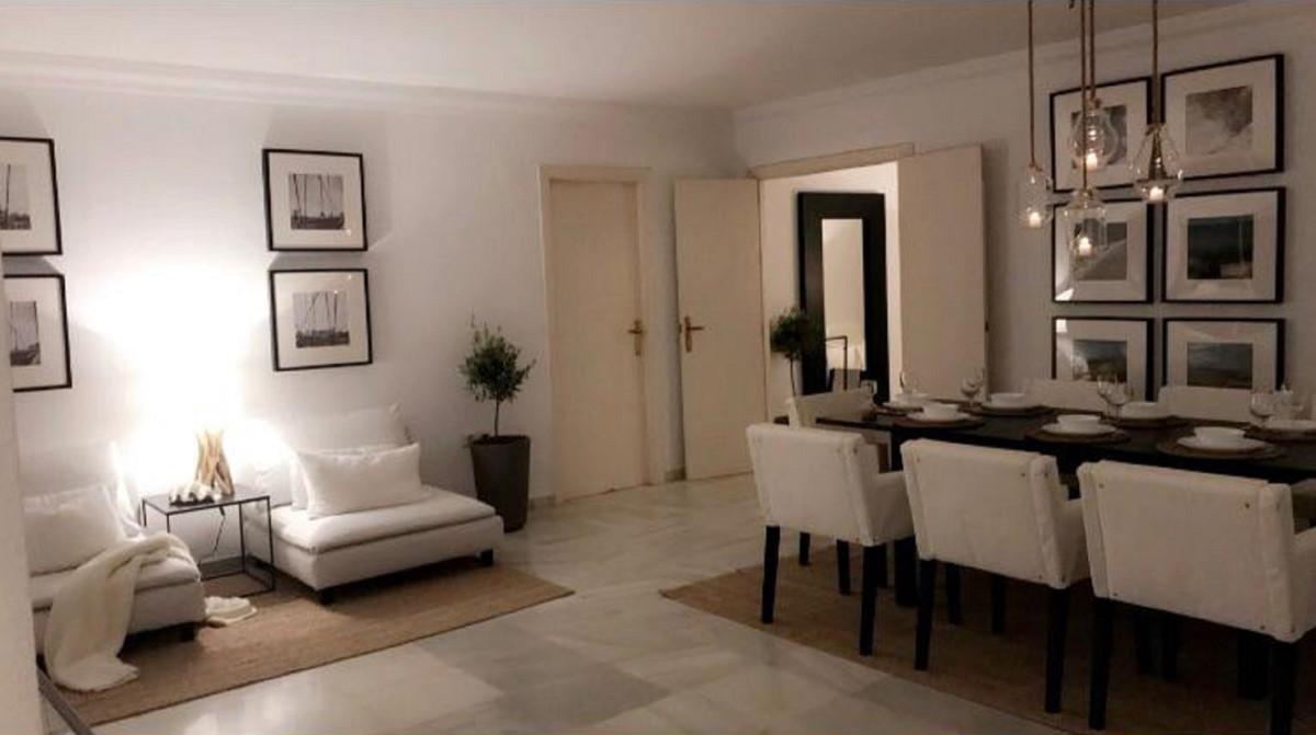 Apartamento 5 Dormitorios en Venta Estepona
